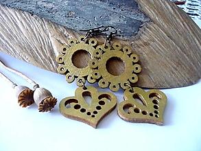 Náušnice - drevené folk náušnice-zlaté - 13511807_
