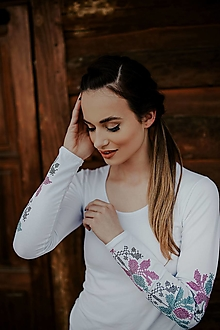 Tričká - Vyšívané tričko - 13512806_