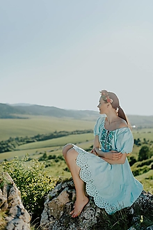Šaty - tyrkysové vyšívané šaty Zámutovské kvety - 13512926_