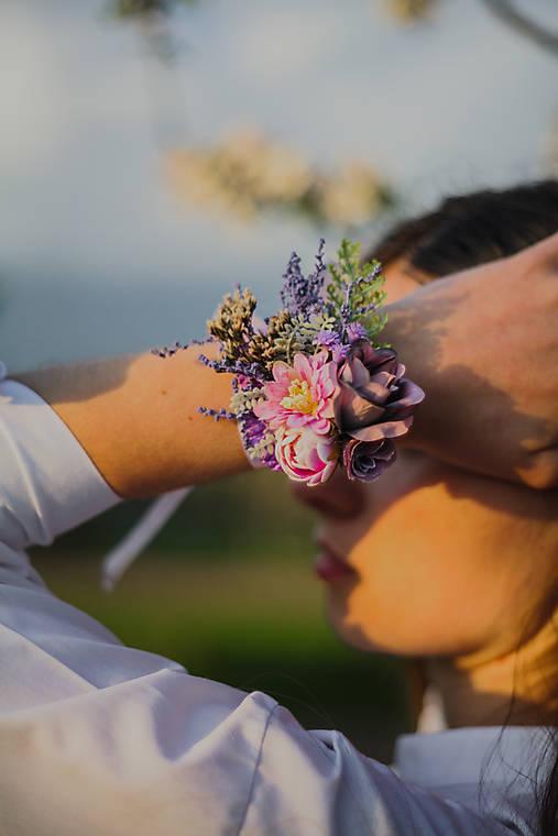 """Kvetinový náramok """"dotyky pri stmievaní"""""""