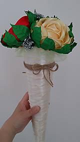 Dekorácie - Kytica ruží zo stúh v kornútku - 13513937_