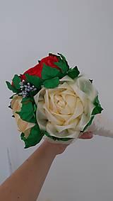Dekorácie - Kytica ruží zo stúh v kornútku - 13513941_