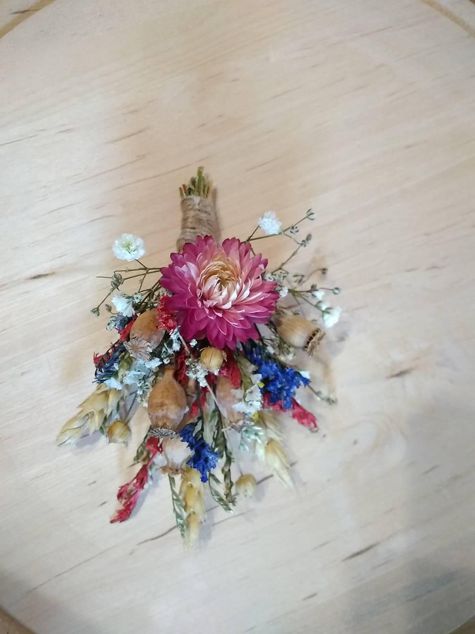 prírodné pierko pre ženícha zo sušených kvetov