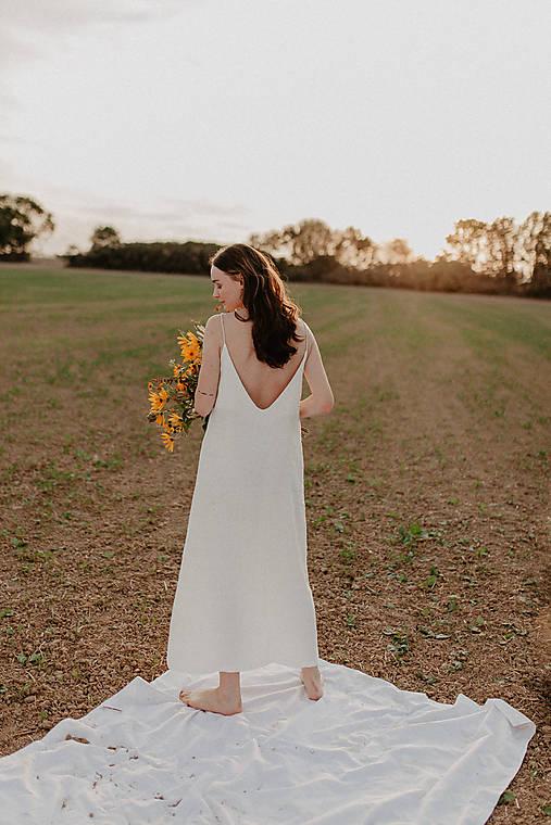 Šaty - Šaty s otvoreným chrbtom in white - 13520713_
