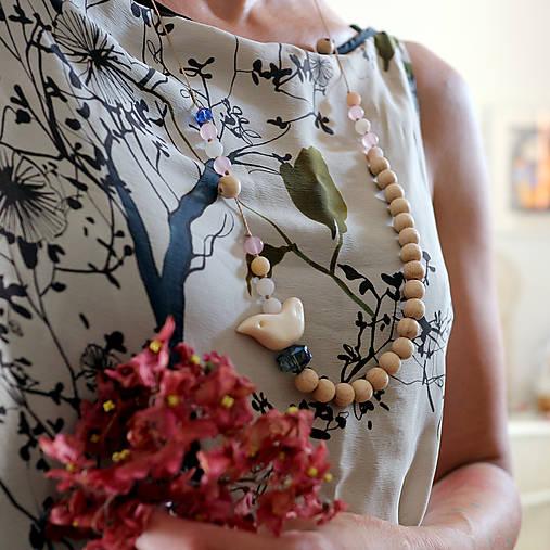 Drobný vtáčik/drevené korálky a avanturín/náhrdelník