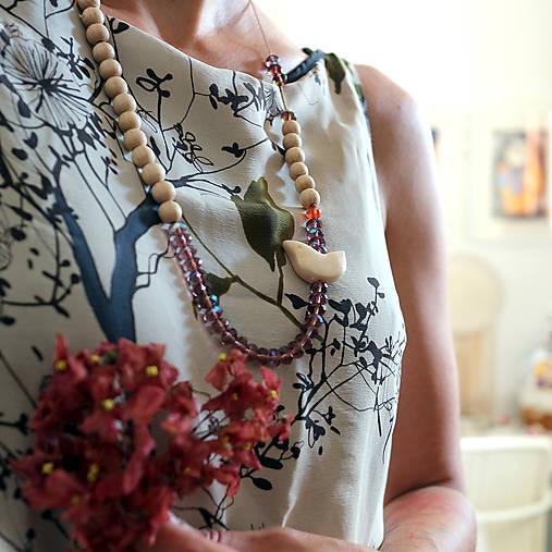 Drobný vtáčik/drevené a sklenené korálky/náhrdelník
