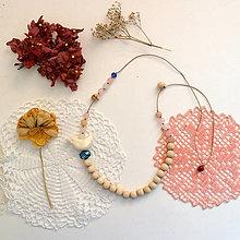 Náhrdelníky - Drobný vtáčik/drevené korálky a avanturín/náhrdelník - 13539015_