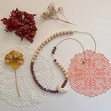 Náhrdelníky - Drobný vtáčik/drevené a sklenené korálky/náhrdelník - 13539043_