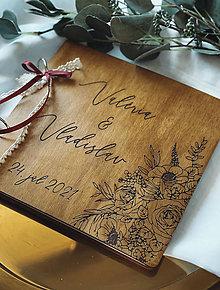 Papiernictvo - Svadobná kniha hostí, drevený fotoalbum - kvety - 13540818_