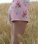 Nohavice - Dámske trenkoše Kvietky na ružovej úplet - 13543264_