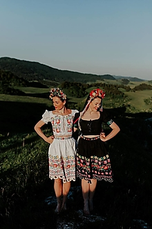 Sukne - biela vyšívaná sukňa Zámutovské kvety - 13542366_