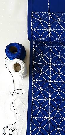 Úžitkový textil - Vyšívaný obrus stredový - modrý, 20,5 x 138 cm - 13542907_