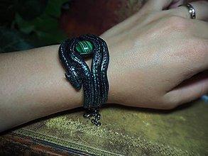 Náramky - Dračí náramok s Malachitom, olivíny miesto oči - 13545060_