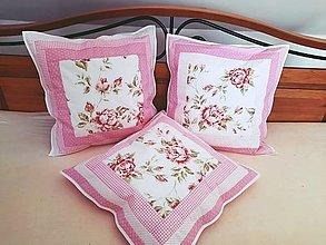 Úžitkový textil - Patchworkové vankúšiky ružičky - 13547474_