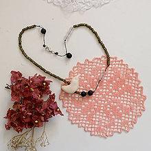 Náhrdelníky - Drobný vtáčik/lávový kameň, kryštál a sklenené korálky/náhrdelník - 13548537_