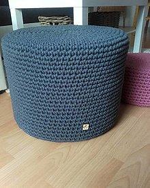 Úžitkový textil - Háčkovaný puf alebo stolik grafit - 13547142_