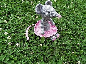 Hračky - Milá háčkovaná myška v sukničke, 25cm - 13547519_