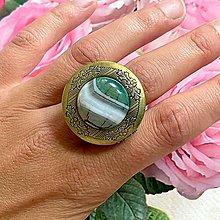 Prstene - Bronze Locket Green Agate Ring / Výrazný prsteň s otváracím očkom na fotku - 13549774_