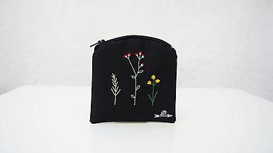 Peňaženky - Peňaženka ručne vyšívaná- kvietky - 13552561_