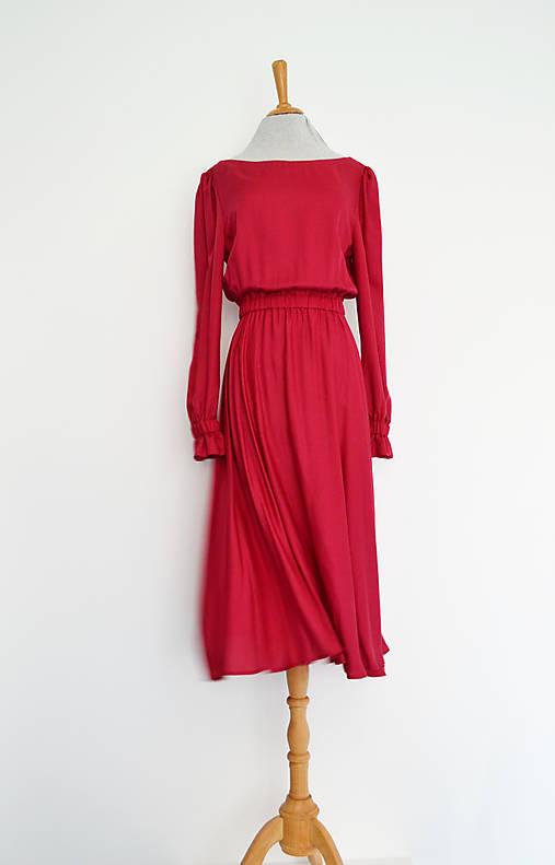Vínové tencelové šaty s elastickým pásom