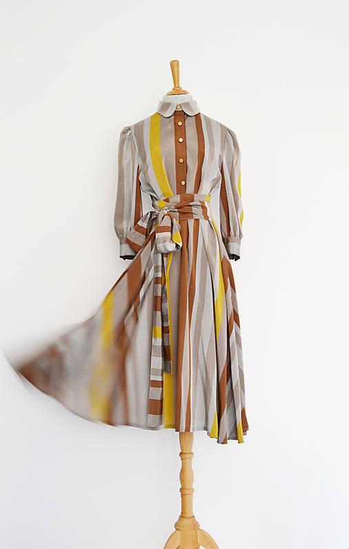 Košeľové viskózové šaty s prúžkami v odtieni kávy s viazaním v páse