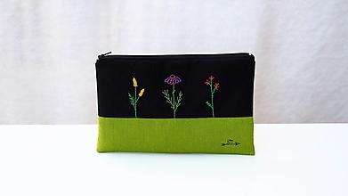 Taštičky - Taštička ručne vyšívaná - šťastné kvety - 13556691_