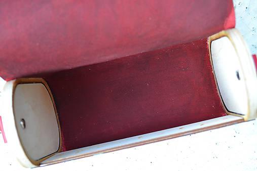 Drevená folk kabelka kožená Dorka a kvety Odzuzičky (červená pigmentovaná)
