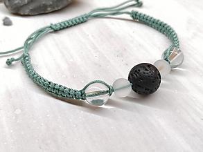 Náramky - Náramok zelenkavý s krištáľom a lávovým kameňom - 13560364_