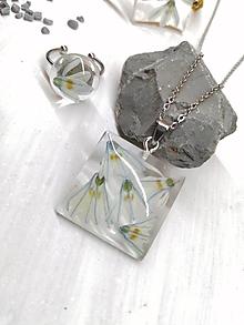 Náhrdelníky - Náhrdelník kvetoláska štvorec puškínia - 13560679_