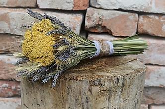 Dekorácie - Natur kytica s levanduľou a rebríčkom - 13562104_