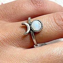 Prstene - Antique Silver Moonstone Ring / Vintage prsteň s mesačným kameňom - 13562849_