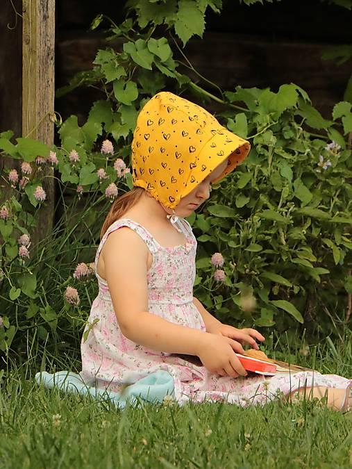 Letný detský mušelínový čepiec srdiečka