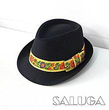 Čiapky - Folklórny klobúk - čierny - ľudový - žltá folklórna stuha - 13562396_