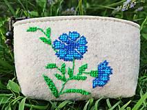 Peňaženky - Vyšívaná peňaženka - nevädza - 13566473_
