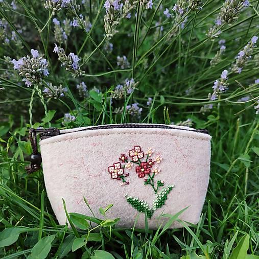 Vyšívaná peňaženka - lúčny kvet