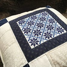 Úžitkový textil - vankúš s modrou výšivkou - 13565096_