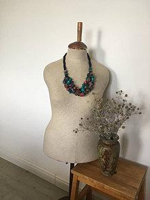 Náhrdelníky - Drevený náhrdelník v retro štýle - 13568571_