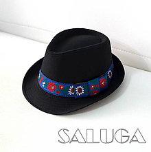 Čiapky - Folklórny klobúk - čierny - ľudový - modrá folklórna stuha - 13569088_