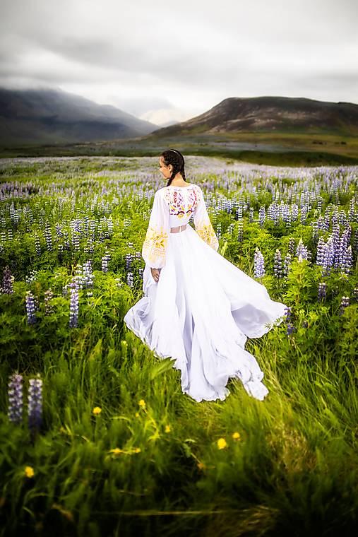 biele vyšívané šaty Očovianka