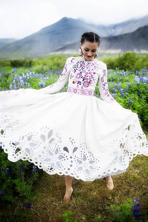 béžové vyšívané šaty Poľana
