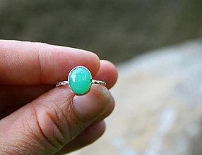 Prstene - Strieborný prsteň s mentolovým chryzoprasom - 13573146_