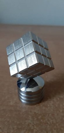 Drobnosti - Ťažítko rubikova kocka mosadz - 13572952_