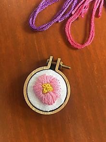 Náhrdelníky - Privesok Ružový kvietok - 13573856_