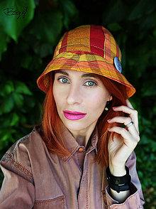Čiapky - žlutooranžový káro klobouk z kanafasu s plackou - 13579017_