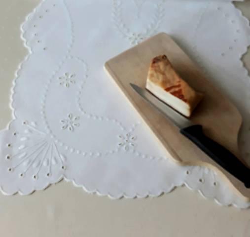 Vyšívané prestieranie - richelieu, biela, 82 x 38 cm