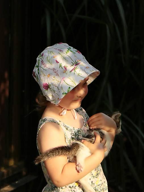 Letný detský ľanový čepiec ďatelina