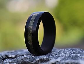 Prstene - SKLADOM - Ebenový prsteň s opálom - 13588630_