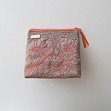 Taštičky - Béžová taštička s marhuľovým quiltom - 13588242_