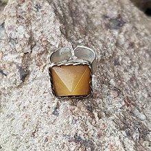 Prstene - Pyramídový prsteň - cínovaný s minerálom - 13589664_