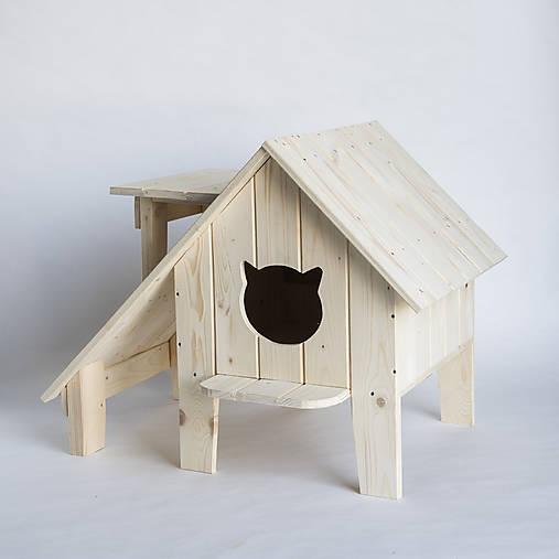 Mačací domček na záhradu s verandou a výhliadkou